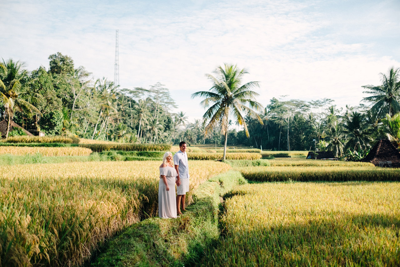 F&T: White on Green Dreamy Rice Fields Engagement Photos 4a