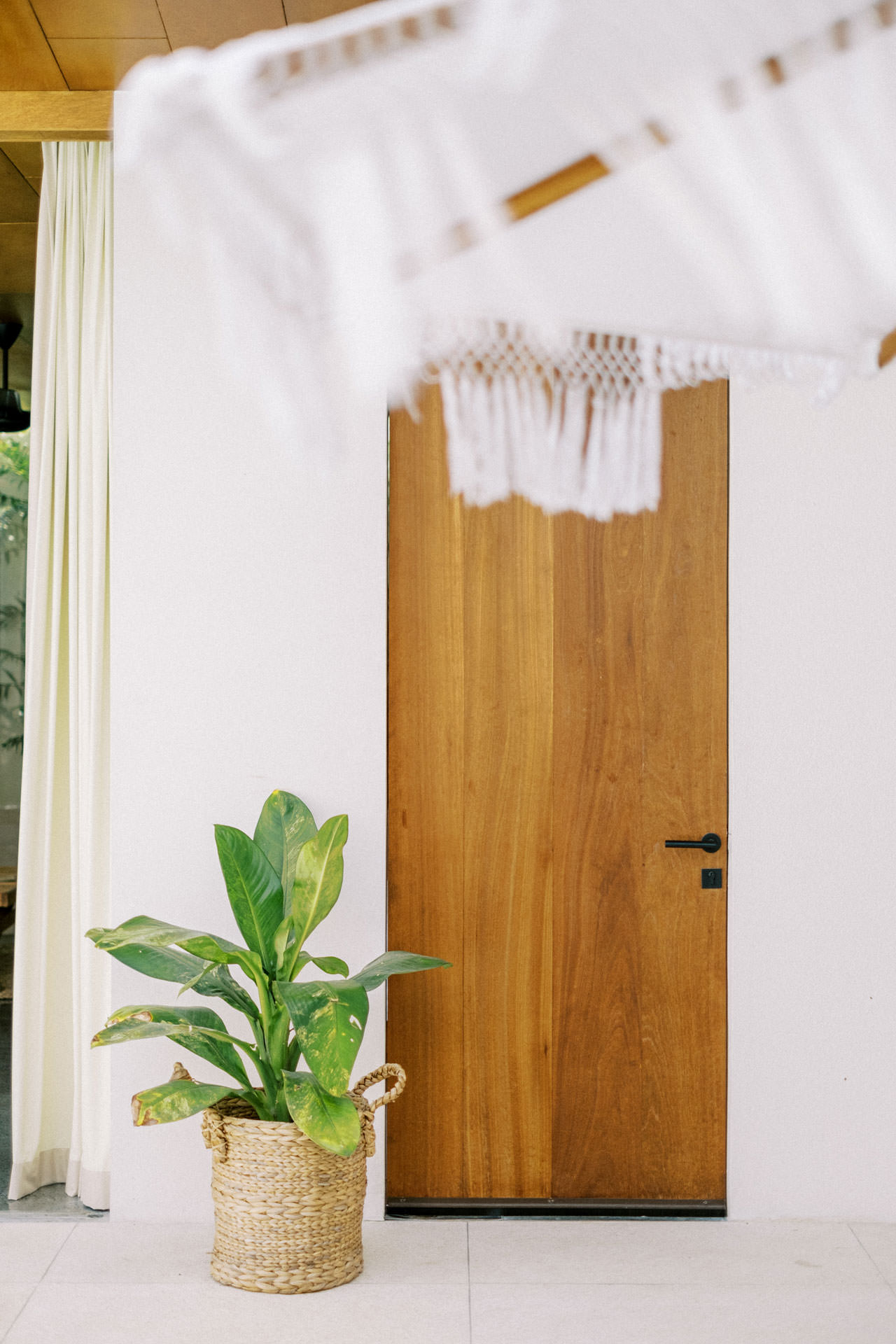 Indoor Photo Session with Modern Bali Interiors 12