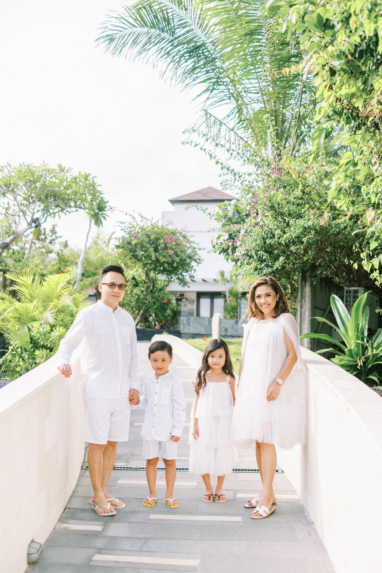 Samabe Bali Outdoor Family Photo 1