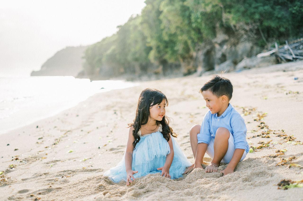 Samabe Bali Outdoor Family Photo 17