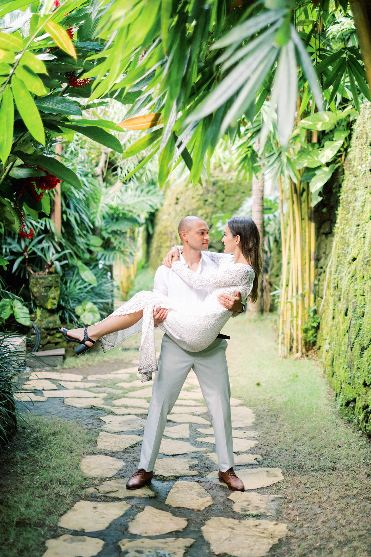 J&L: Intimate Ubud Post Wedding Photography Capture by Team 12