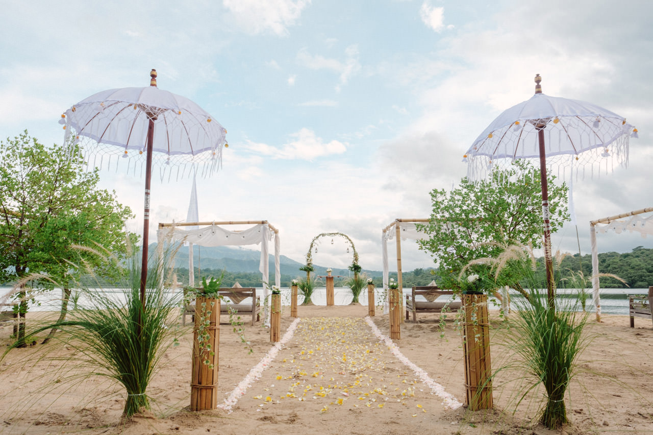M&V: Sunset Beach Wedding Photography at The Menjangan Dynasty Resort 12