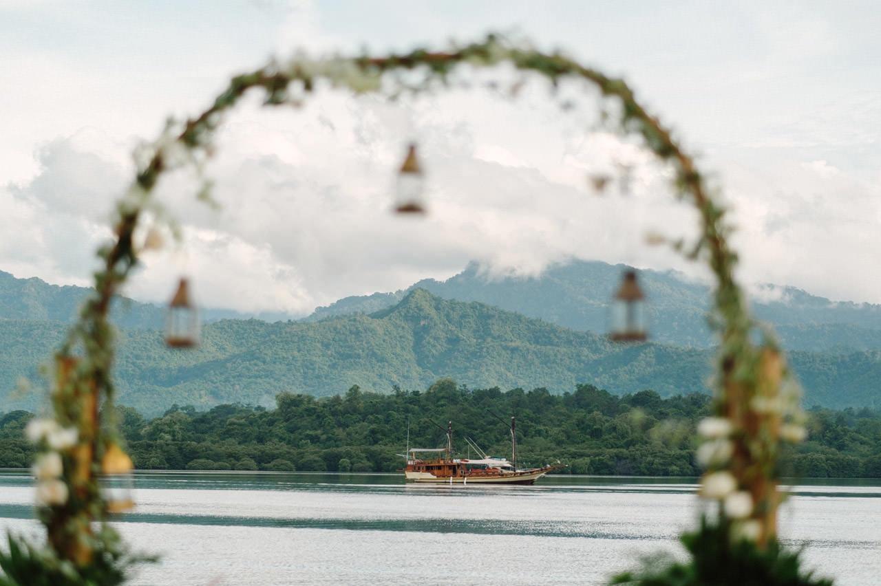 M&V: Sunset Beach Wedding Photography at The Menjangan Dynasty Resort 14