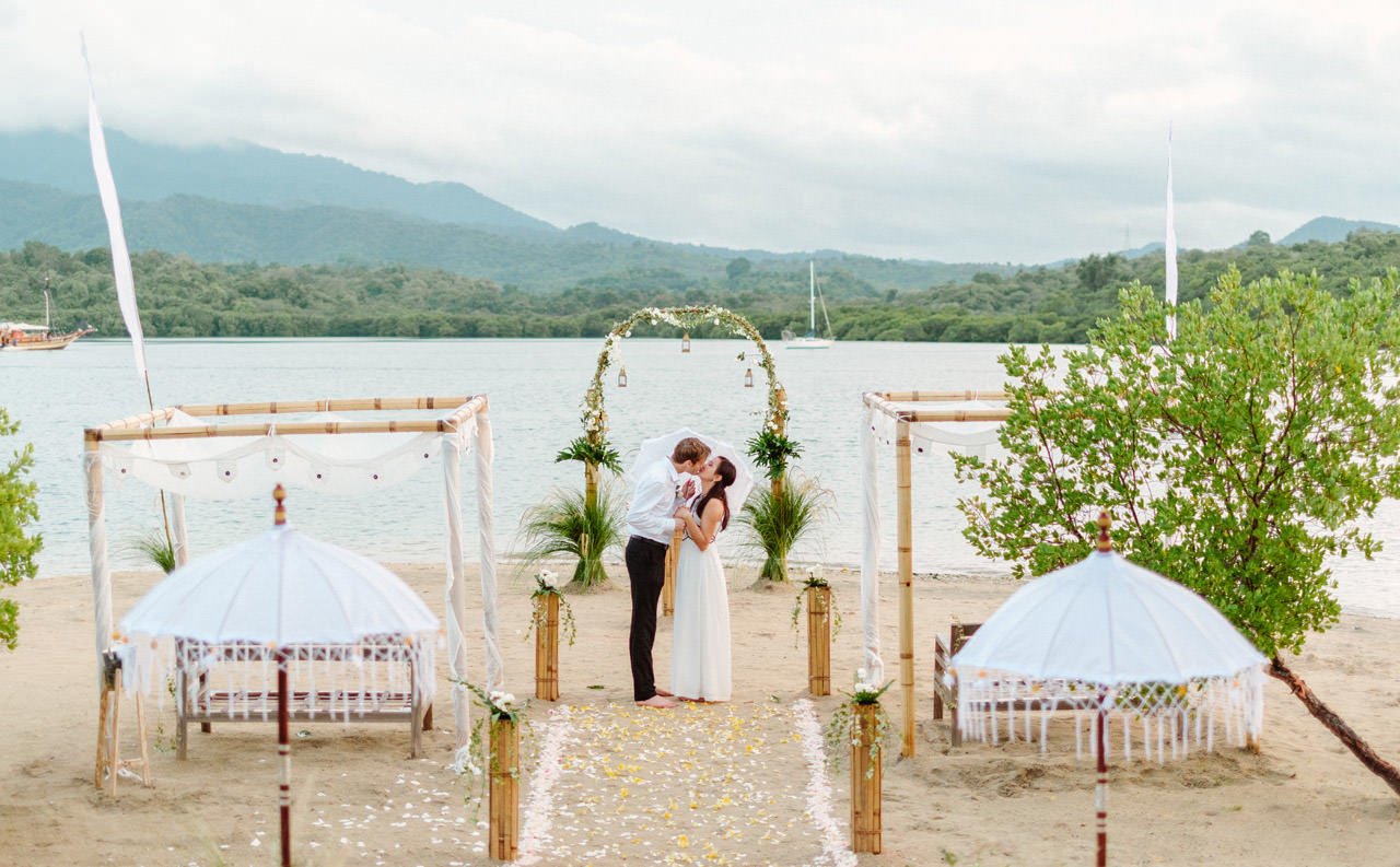 M&V: Sunset Beach Wedding Photography at The Menjangan Dynasty Resort 59