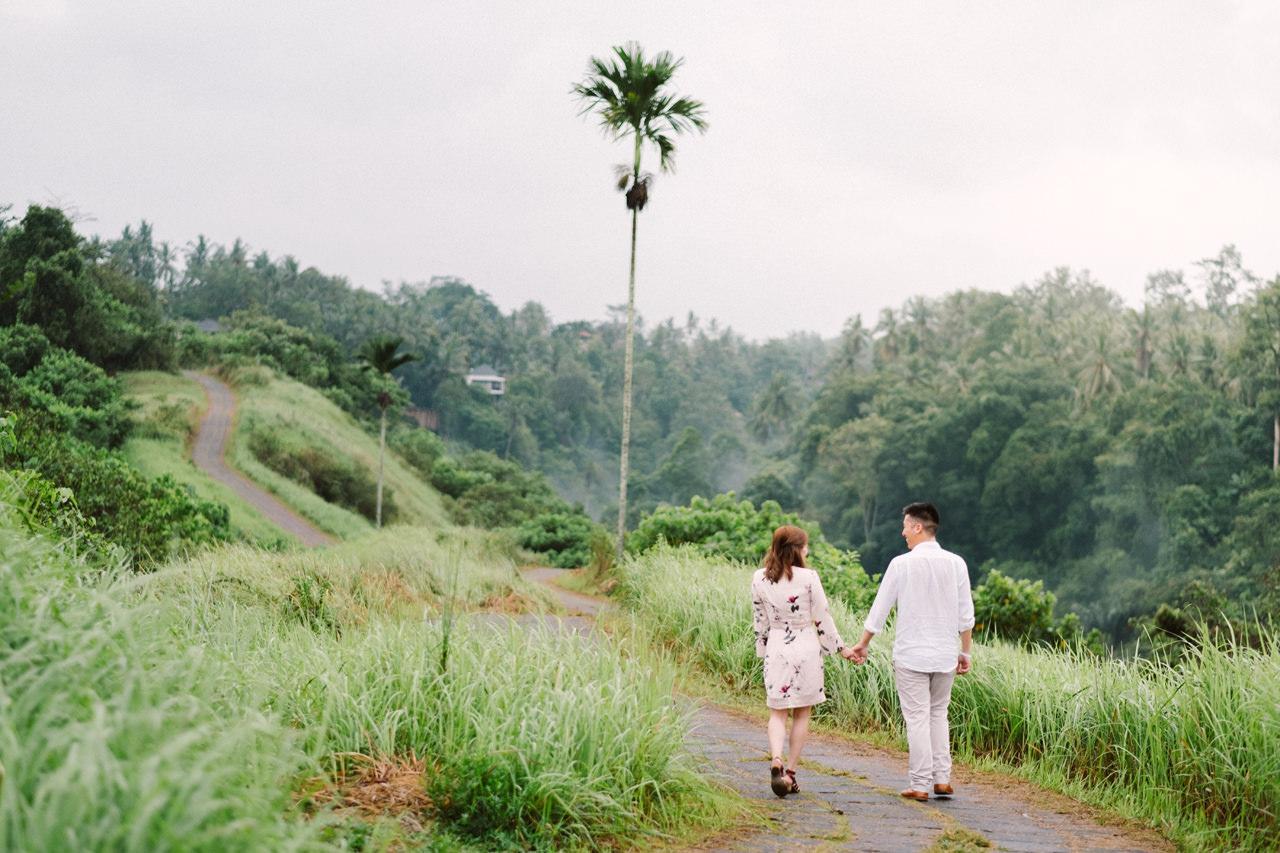 R&A: Rainy Day Engagement Photoshoot in Ubud 1