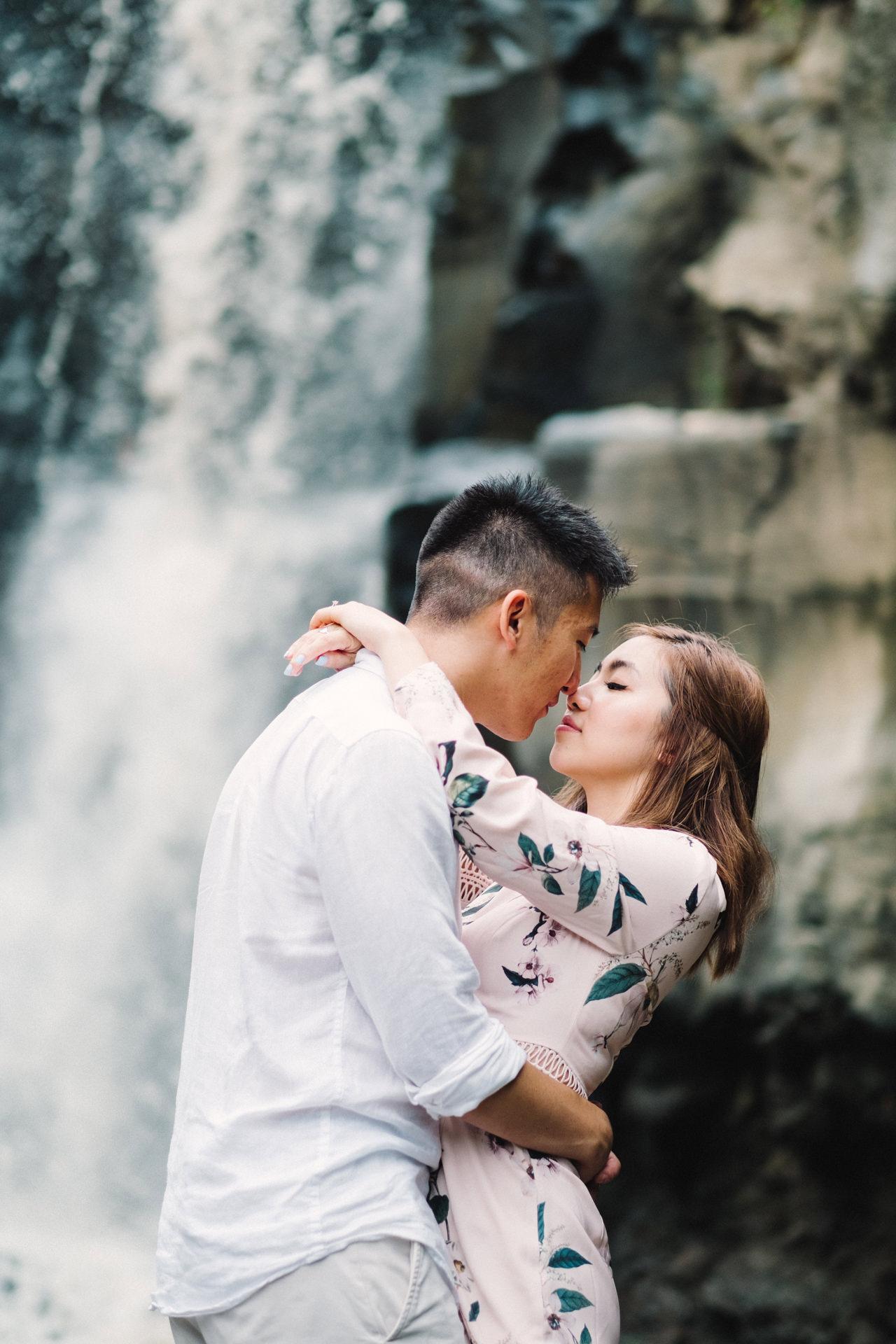 R&A: Rainy Day Engagement Photoshoot in Ubud 8