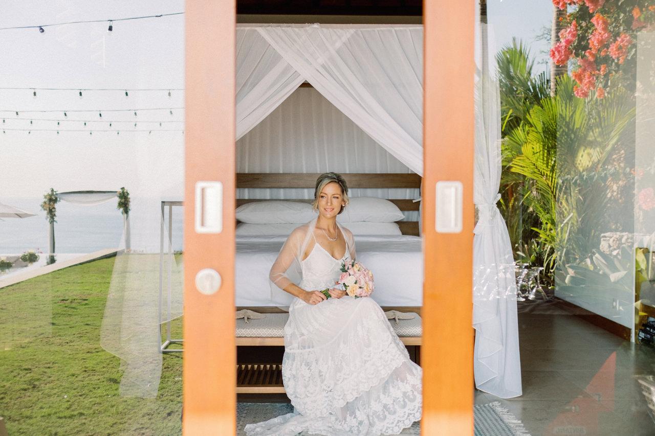Sol y Mar - Bali Cliff-top Wedding 14