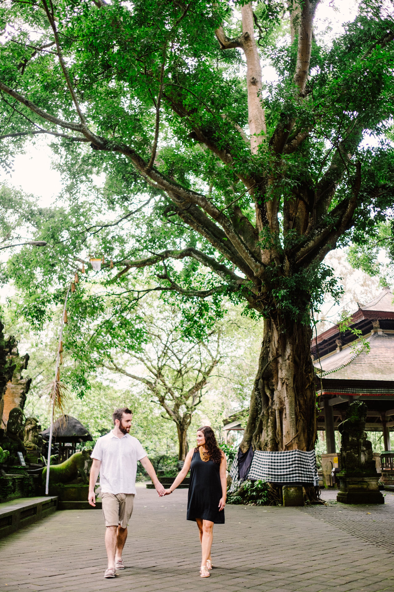 S&T: Bali Honeymoon Photography in Monkey Forest as Wedding Present 3
