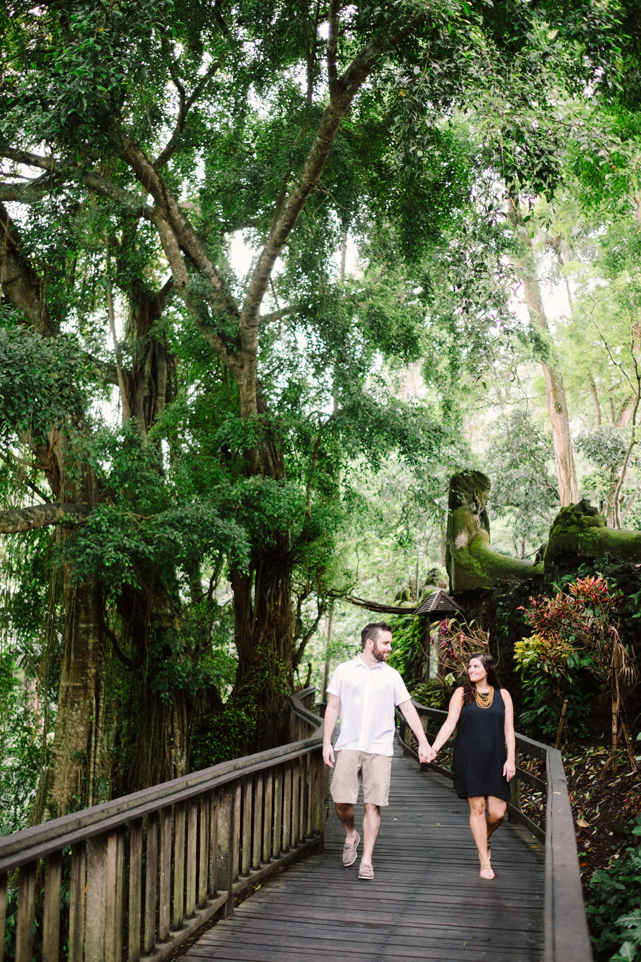 S&T: Bali Honeymoon Photography in Monkey Forest as Wedding Present 4