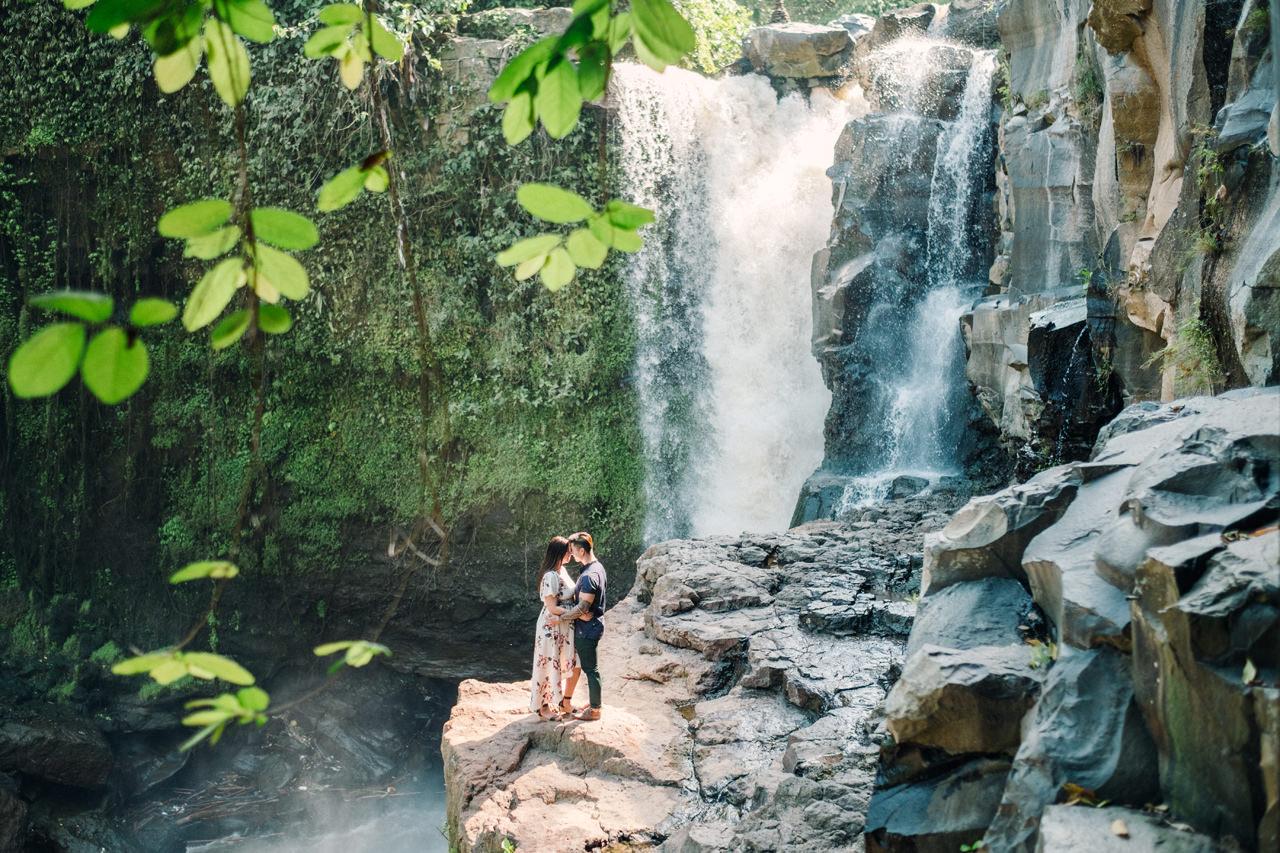 V&T: Romantic Ubud Getaway Couple Photography 11