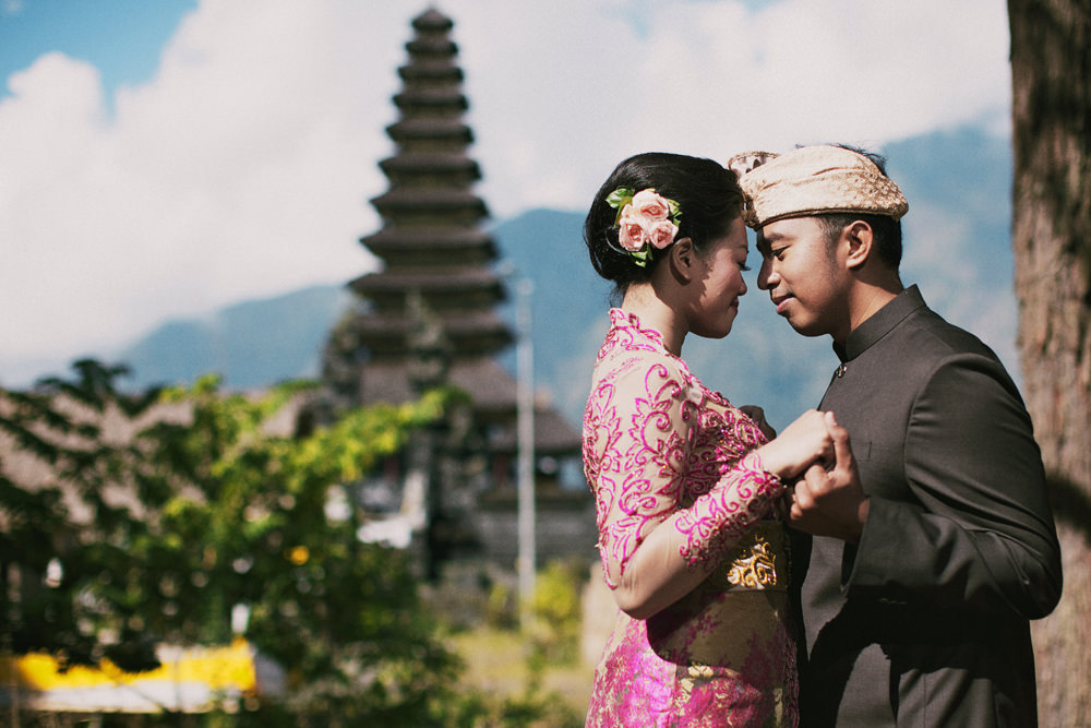 Alit & Erni -  Traditional Bali Prewedding Photoshoot